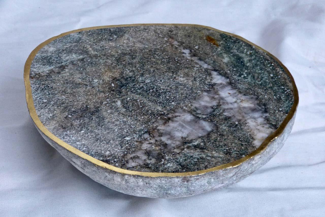 NAHRUNG-NATUR–Stein,-Blattgold,-Dm-35cm,-2019